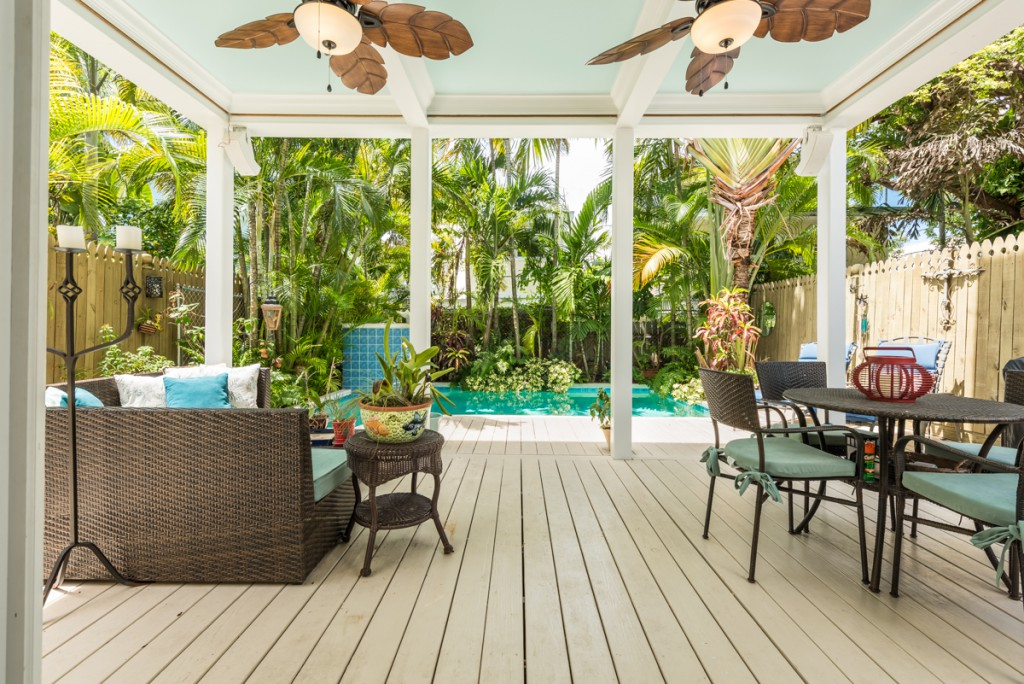 Tropical indoor/outdoor living at its best.